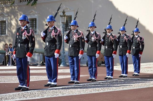 טקס חילופי המשמר ב-Place du Palais