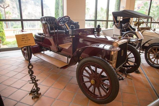 שתיים מתוך מגוון המכוניות באוסף הרכב של נסיך מונקו