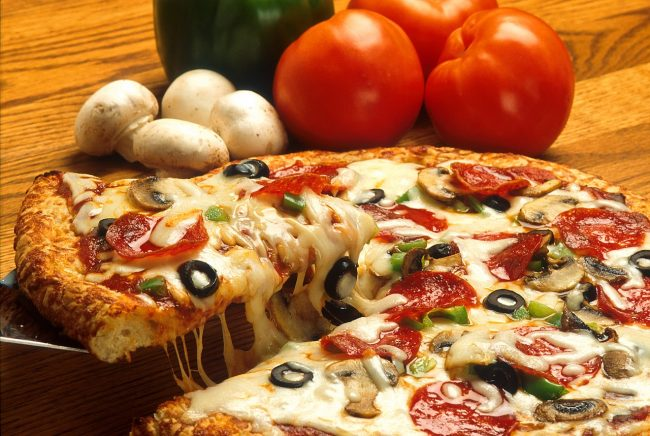 פיצה איכותית כמיטב המסורת המקומית ב- Pizzeria Monégasque
