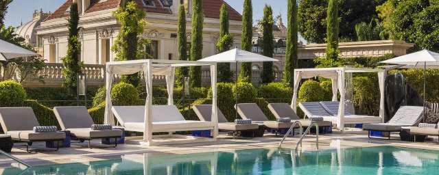 הבריכה החיצונית במלון מטרופול