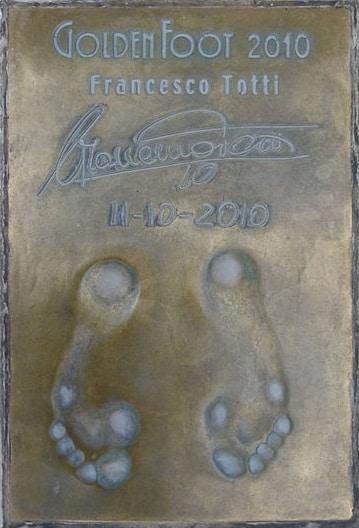 טביעות כפות רגליו של פרנצ'סקו טוטי בשדרת הכדורגלנים של מונקו