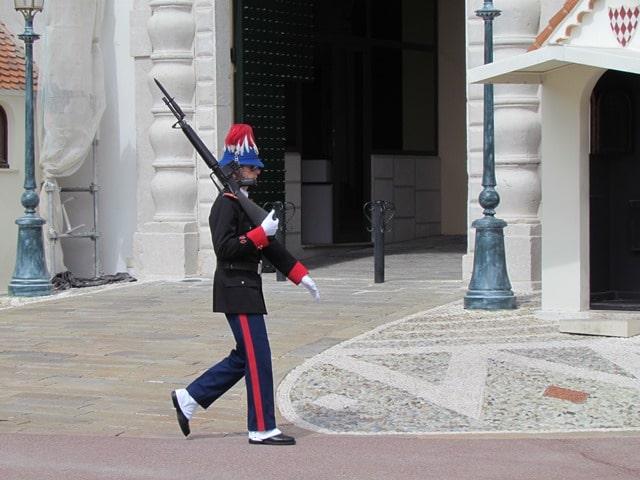 להיות במרחק הליכה מארמון הנסיך במונקו