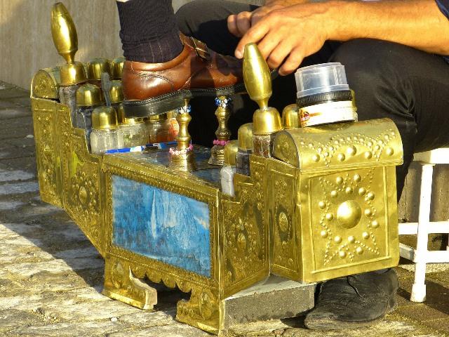 צחצוח נעליים במלון הרמיטאז' במונקו