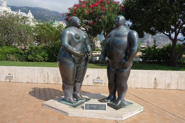 הפסל אדם וחוה של בוטרו בשביל הפסלים במונקו