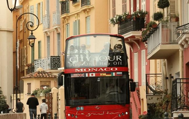 אוטובוס תיירים במונקו