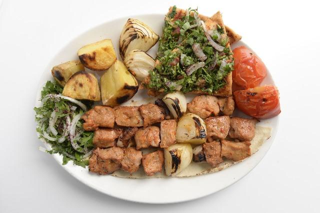 מנת קבב לבנוני במסעדת Oliban במונקו