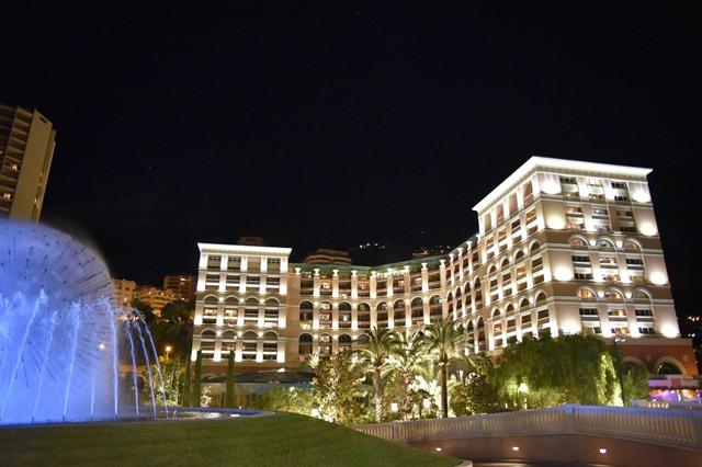 מלון ליד מונקו בלילה