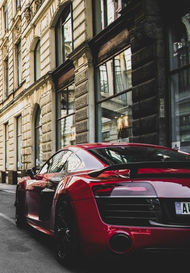 מכונית אאודי יוקרתית ברחובות מונקו