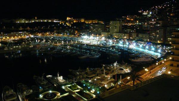 נמל הרקולס בלילה