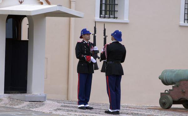 חילופי המשמרות בארמון הנסיך במונקו