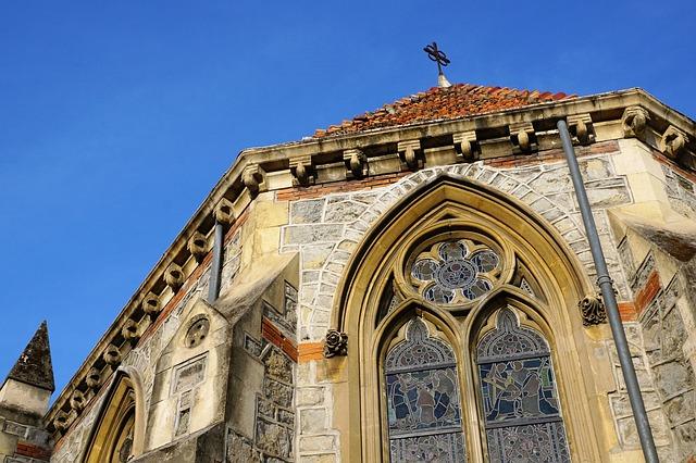 כנסיה צרפתית טיפוסית במנטון
